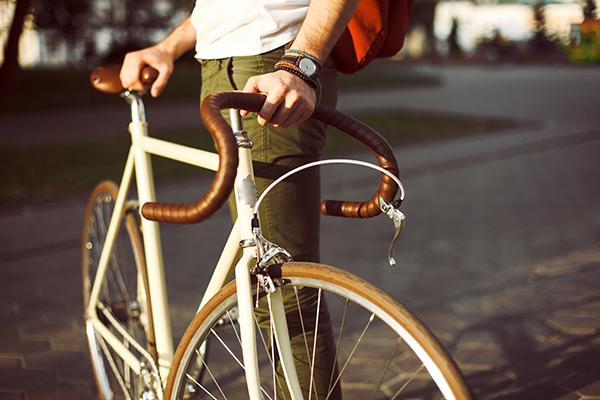 Man holding bike 600x400