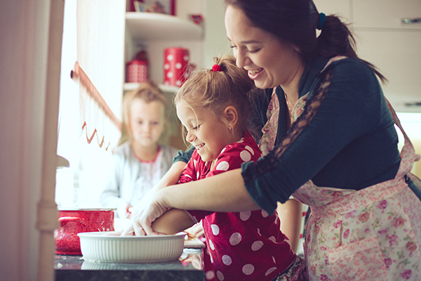 Woman and child baking 600x400